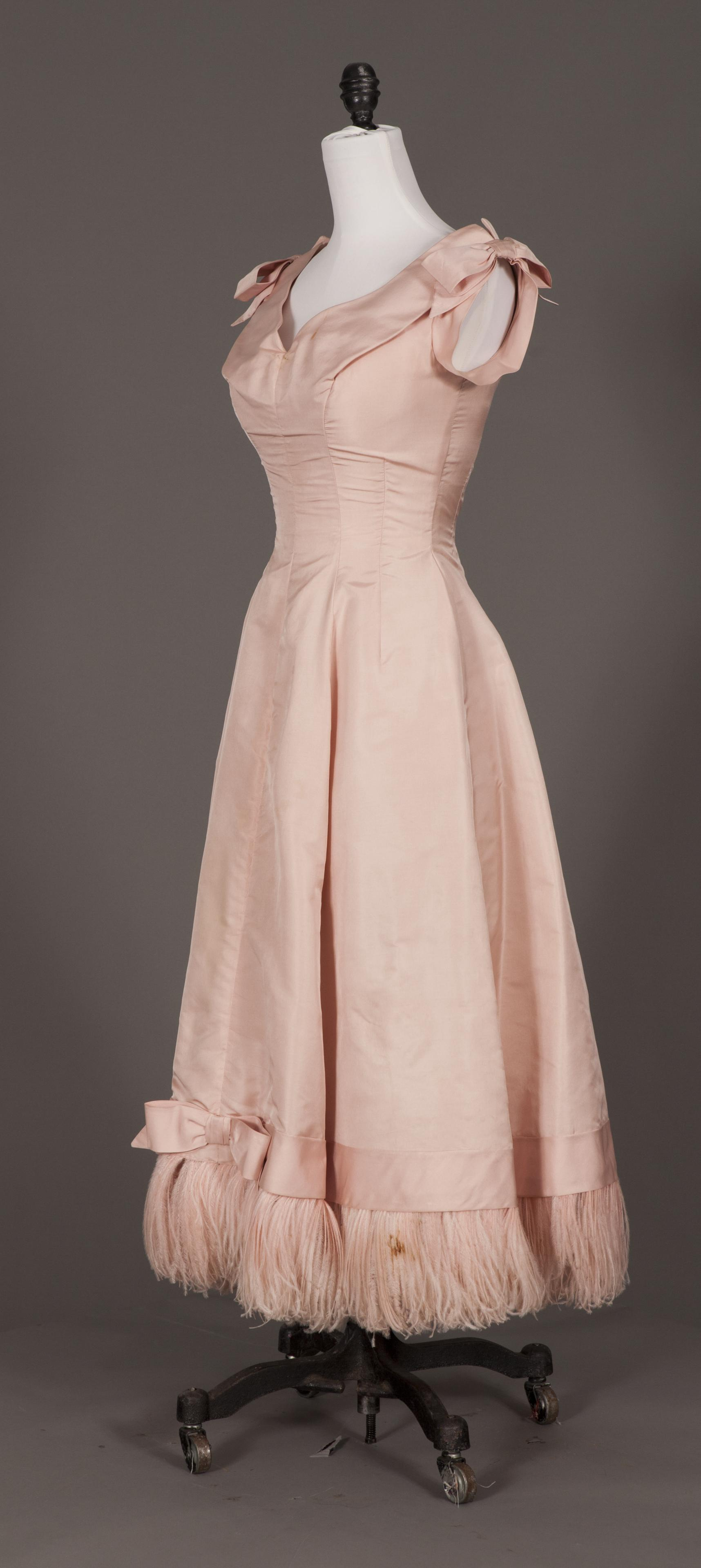 A still from an objectVR of a dress from Vassar's collection of historic clothing